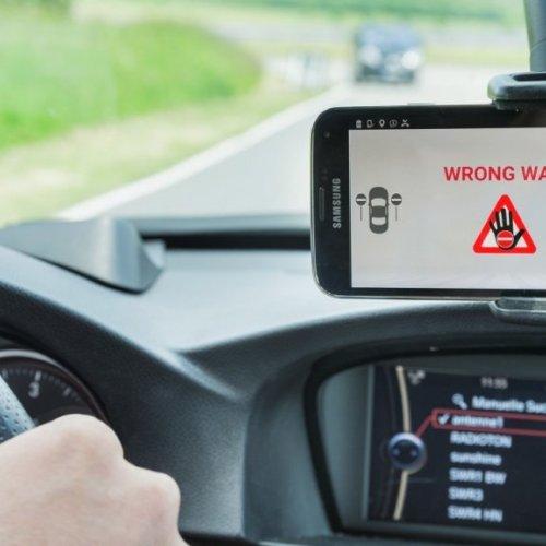 Bosch Falschfahrerwarnungs-Software schützt Menschenleben