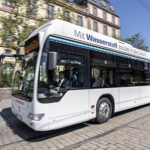 Brennstoffzellen-Bus im regulären Linienbetrieb