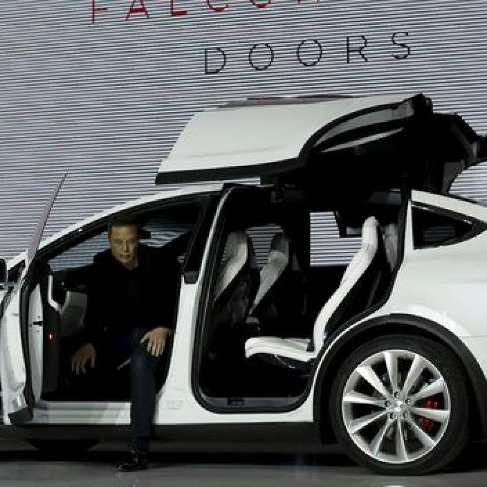 Quelle: http://futurezone.at/produkte/tesla-model-x-billigste-variante-kostet-80-000-dollar/165.825.215