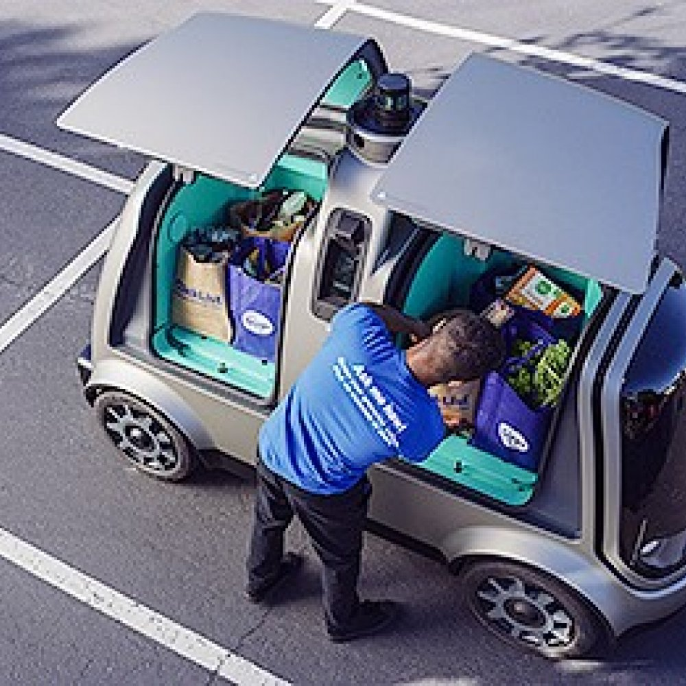 Driverless Cars deliver groceries in Arizona, USA