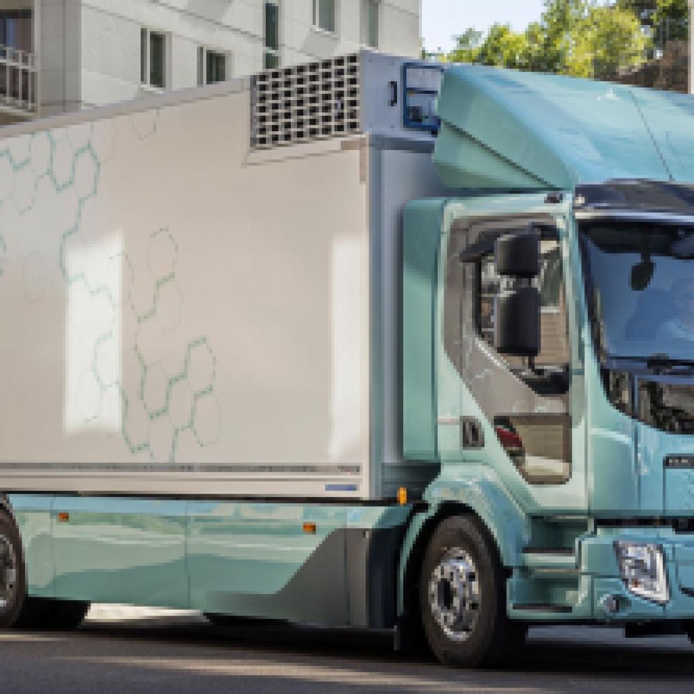 Volvo Trucks liefert erste Elektro-Lkw an Kunden aus